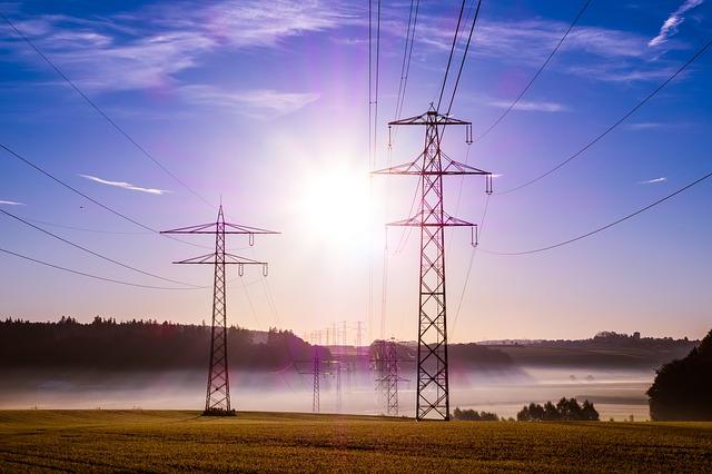 power-poles-503935_640.jpg
