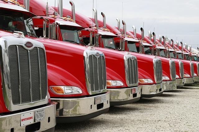 trucks-2320435_640.jpg